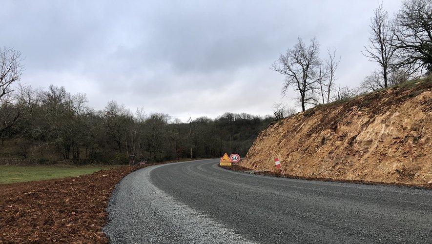 La route en chantier entre Montsalès et Ols-et-Rinhodes.