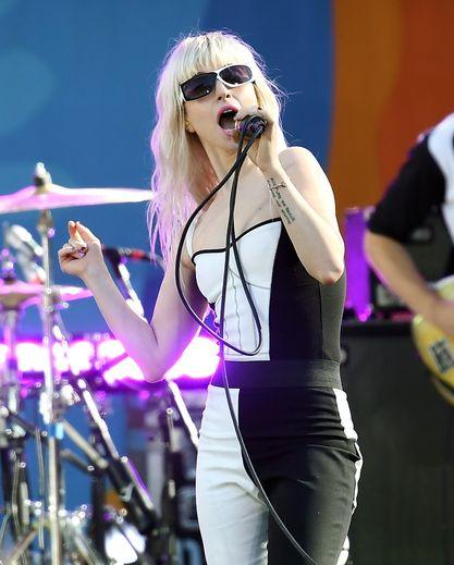 """Hayley Williams du gorupe Paramore sur le plateau de """"Good Morning America"""" d'ABC au Rumsey Playfield le 25 août 2017 à New York City."""