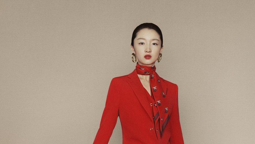 La collection de Burberry pour le Nouvel An chinois est dominée par le rouge.