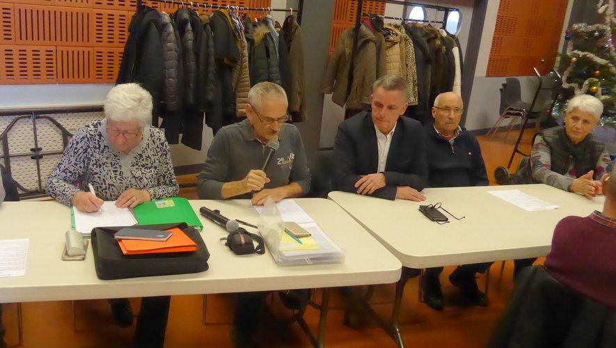Les membres du bureau autour du président Michel Laur et du maire Jean-Philippe Sadoul.