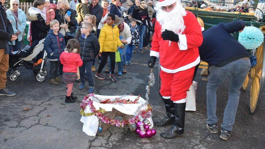Le père Noël a rendu une petite visite sur le marché de Noël.