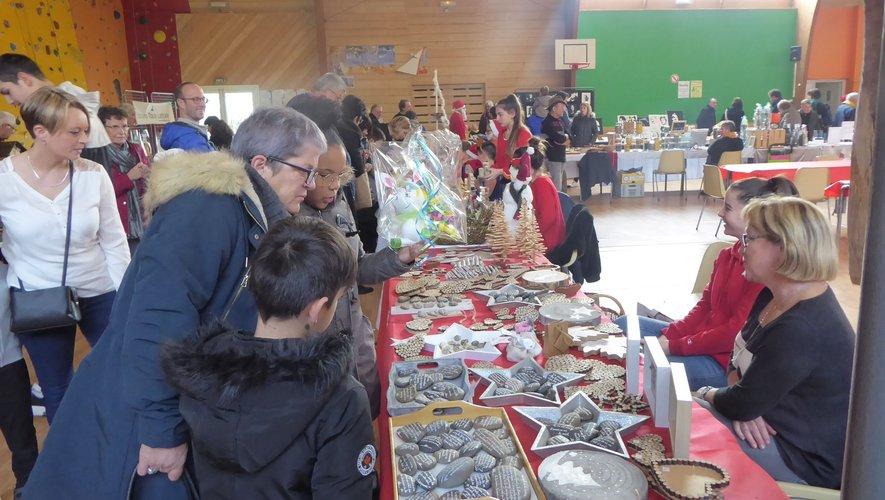 Beaucoup de mondepour ce marché de Noël.