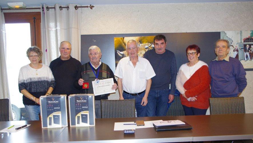Lucien Monteil (3e à partirde la gauche) a été récompensé.