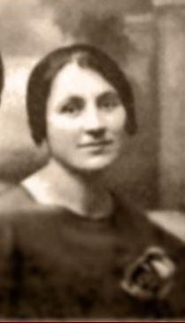 Julienne-Séguret, née Fraysse en 1891 à Privezac.