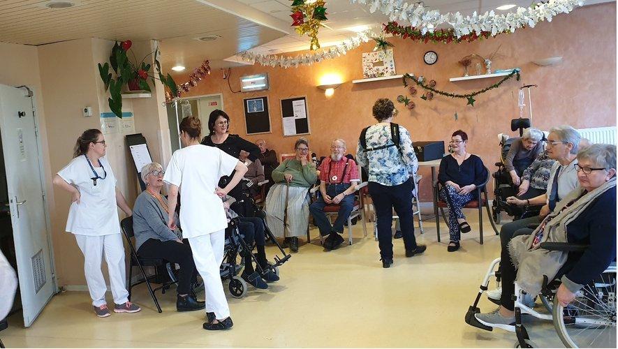 Sylvie Pullès a joué des airs d'accordéon, donnant joie, bonne humeur et sourires aux résidants.