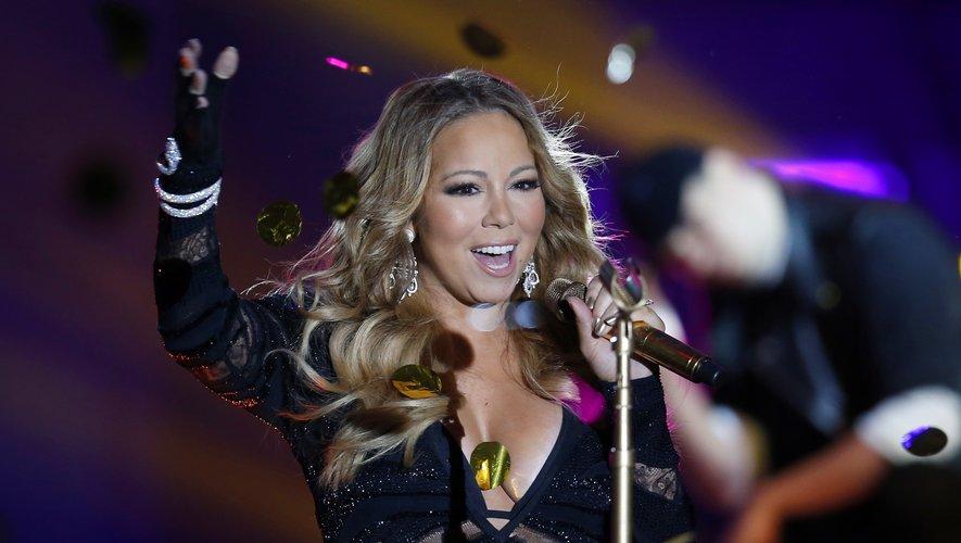 """Grâce à son morceau """"All I Want for Christmas Is You"""", Mariah Carey est devenue la première artiste à avoir été en tête du palmarès américain de la musique sur quatre décennies différentes."""