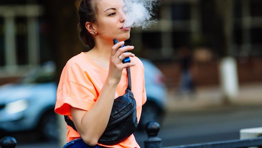 Le but est de prévenir le vapotage des jeunes, a déclaré le secrétaire à la Santé, Alex Azar, qui avait lui-même annoncé en septembre que tous les arômes, y compris le menthol, seraient interdits.