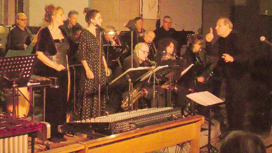 Compositeur, musiciens et chanteurs ont offert une belle soirée musicale.