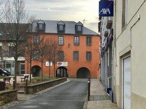Le conseil municipal a décidé d'une « mise à disposition à titre gratuit » du bâtiment des arcades (Bercail).