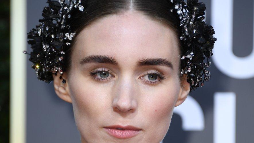 La coiffure ultra-travaillée et accessoirisée de Rooney Mara a fait converger les regards, elle n'a pas eu besoin de trop forcer sur le maquillage pour sortir du lot.