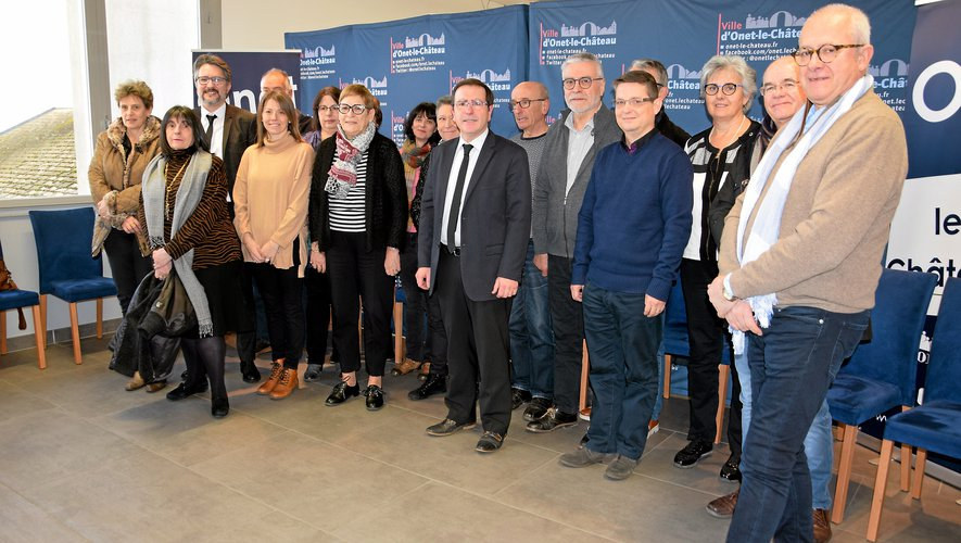 Jean-Philippe Keroslian (au centre) entouré des membres de sa majorité qui le soutiennent dans ce combat.