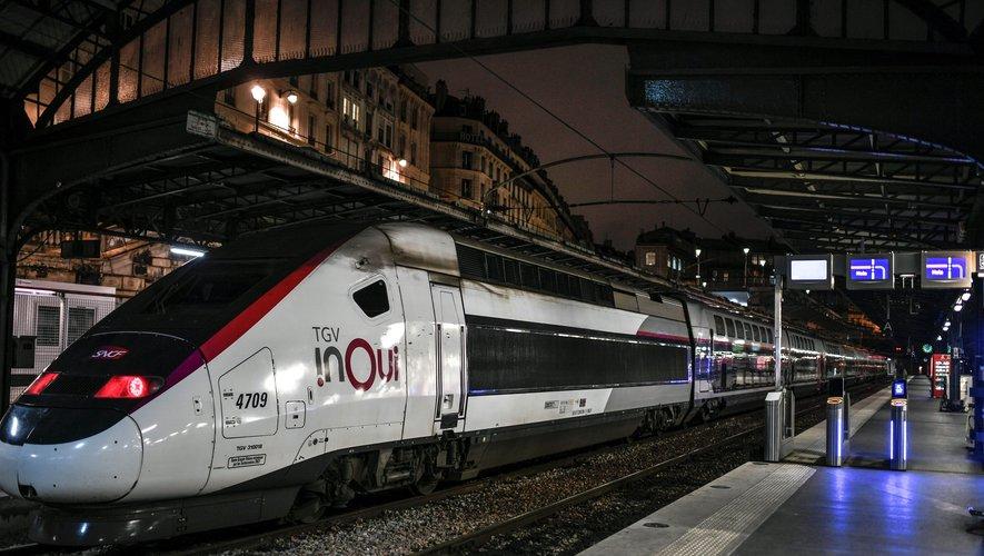 Trois TGV sur quatre devraient circuler mardi, avec un trafic normal sur Paris-Lille et quasi normal sur Paris-Lyon et Paris-Marseille. Six TER sur 10 sont prévus (y compris les autocars de remplacement) et deux Intercités sur cinq, a indiqué la SNCF.