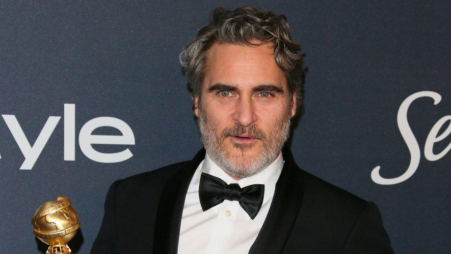 """Joaquin Phoenix a remporté le Golden Globe du meilleur acteur dans un film dramatique pour """"Joker"""" de Todd Phillips en 2020."""