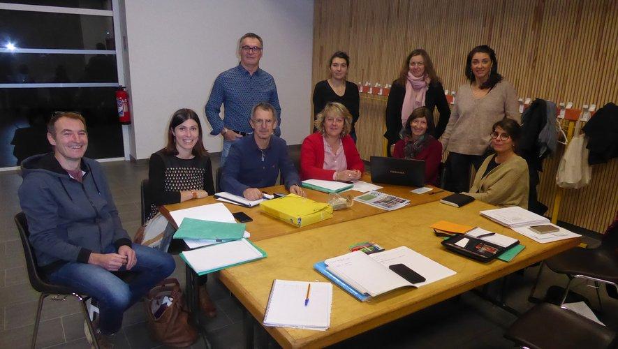 Les membres du bureau autour de la présidente Noëlle Villeneuve lors de la dernière réunion.