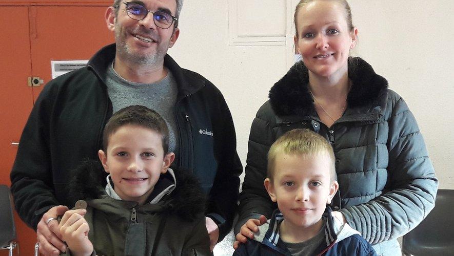 Les gagnants des louis d'or : Matéo avec son papa, Fabio avec sa maman.