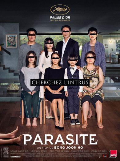 Drame familial mêlé de thriller et de comédie, 'Parasite' de Bong Joon-ho raconte l'histoire d'une famille de chômeurs dont la vie va changer le jour où le fils devient professeur d'anglais pour une famille bourgeoise.
