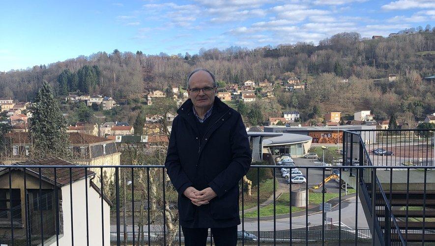François Marty, maire de Decazeville, à l'espace Gilbert-Bou, symbole d'une percée vers l'avenir.