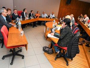 Les huit maires de l'agglomération ruthénoise, vent debout contre Rodez Citoyen et sa volonté de  « stopper » le projet du parc des expositions.