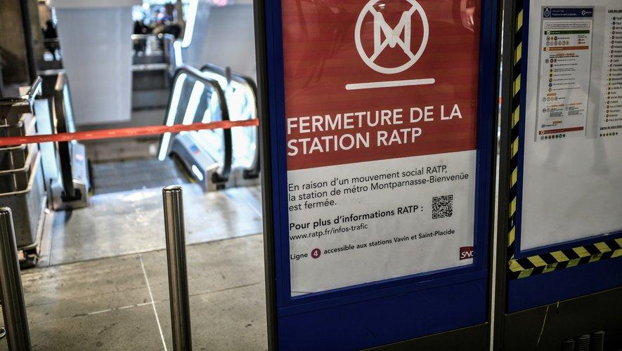"""En Ile-de-France, le trafic RATP sera toujours """"très perturbé"""" même si aucune ligne de métro ne sera totalement fermée. Certaines lignes ne seront ouvertes que pour la pointe du matin ou du soir et beaucoup ne desserviront pas toutes les stations."""