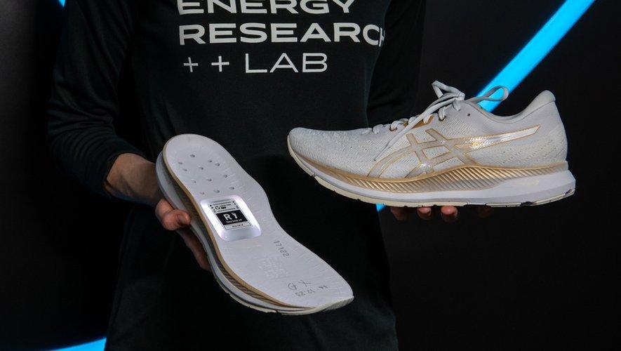 Asics a dévoilé un prototype de chaussures connectées au salon CES 2020 cette semaine.