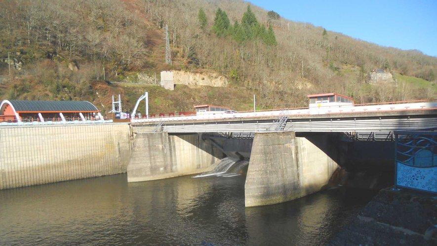 Le barrage de Cambeyrac régule les crues et retient une grande réserve d'eau.