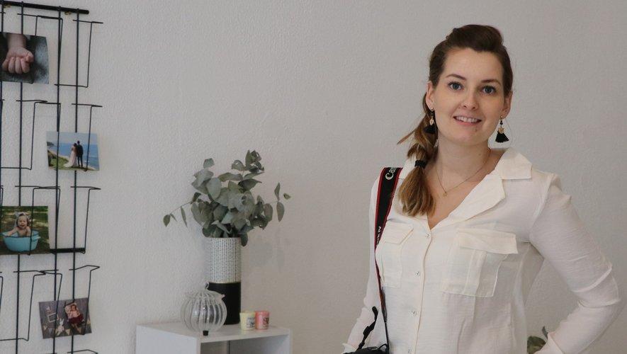 La photographe Aurélie Anglares dans son nouveau studio.