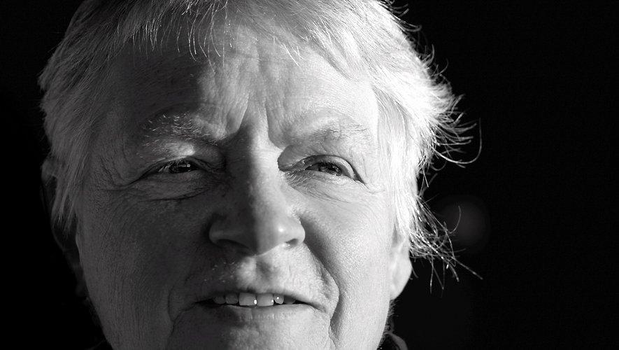 Fiona Macardle est née dans le sud de l'Irlande, à Waterford, dans une famille de musiciens