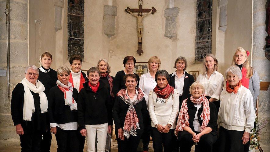 """La chorale """" Entr'Ailes"""" dans l'église du Théron."""