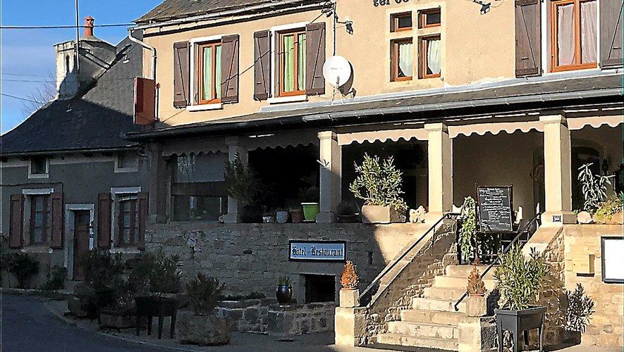 L'Auberge du Vieux Pont, à Palmas d'Aveyron, ancien relais de poste datant de 1640.