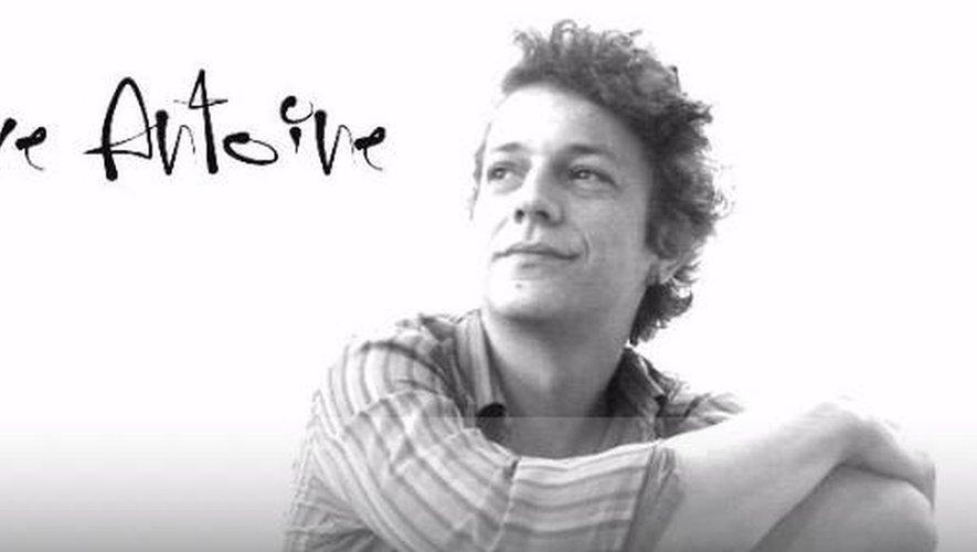 C'est le chansonnier, au piano, Pierre Antoine qui ouvrira la saison./DR.
