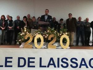 David Minerva, maire de Laissac, entouré des membres du conseil municipal et du maire délégué, Émile Layral.