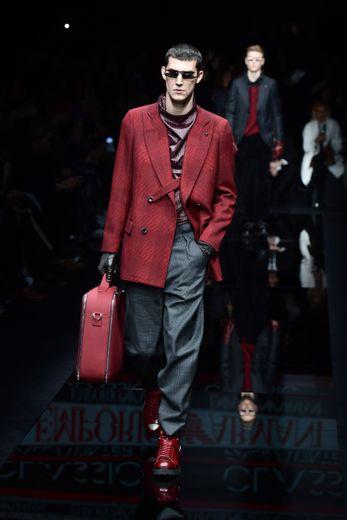 Entre élégance, tailoring et sportswear, Emporio Armani mise sur les tissus recyclés pour sa collection automne-hiver 2020-2021 reflétant l'engagement de la maison pour une mode plus responsable. Milan, le 11 janvier 2020.