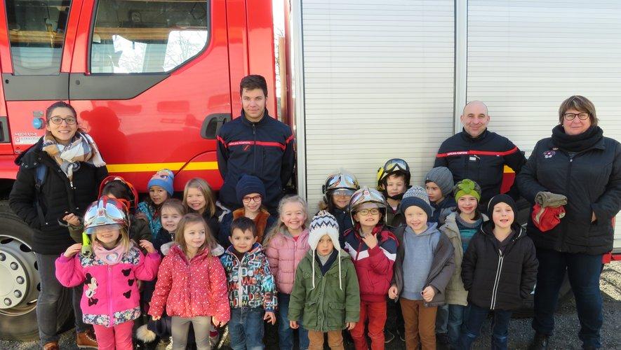 Les écoliers chez les pompiers