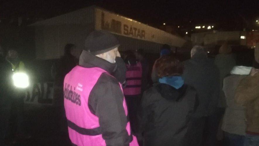 Dès 6 heures ce mardi matin, une trentaine de manifestants opposés à la réforme des retraites ont bloqué le dépot de Ruban Bleu.