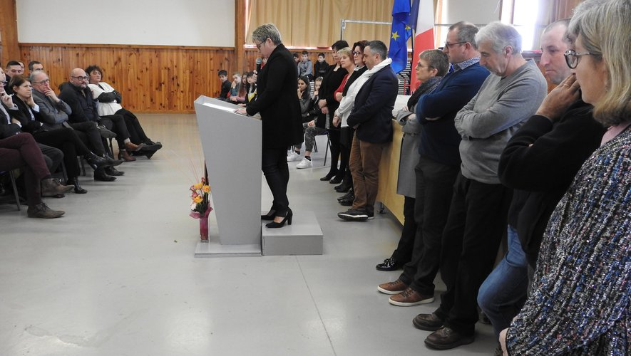 Magali Bessaou présente ses vœux aux côtés des élus municipaux jeunes et adultes.