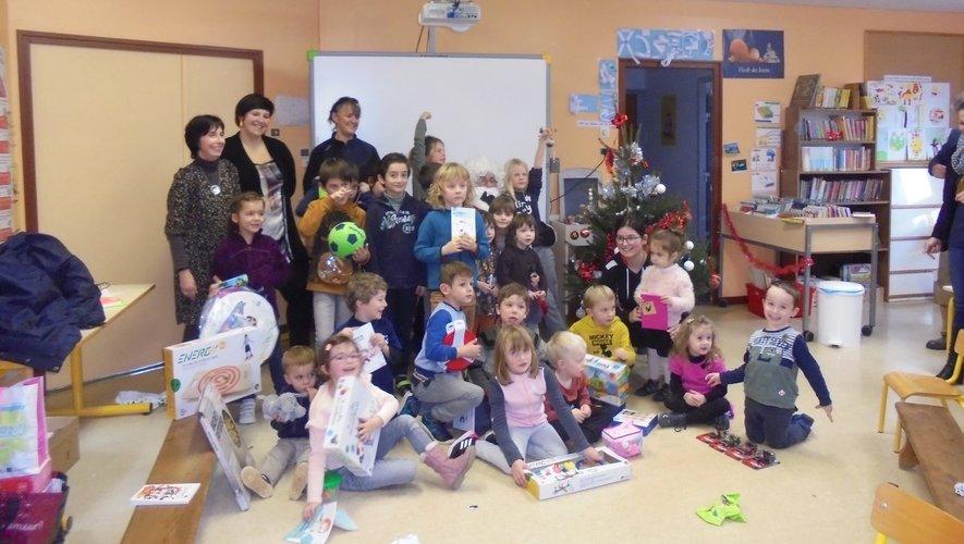 Les petits Tambourniers ont reçu  de nombreux cadeaux.