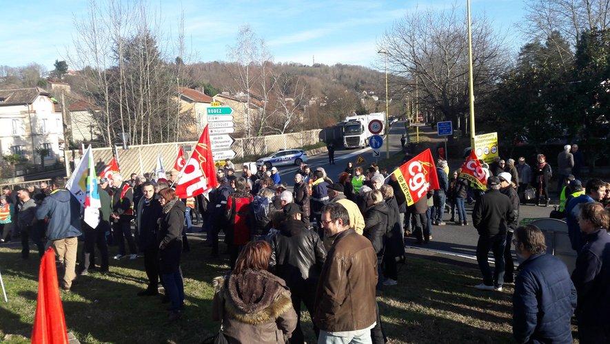 Une manifestation protégée par la police decazevilloise. Les manifestants se sont retrouvés au giratoire de La Vitarelle avant de défiler en ville et sur la RD 840.