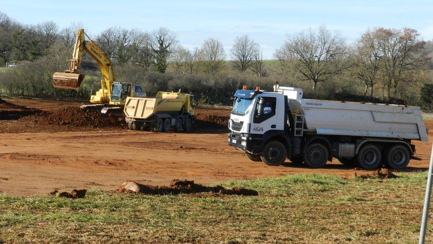 Impressionnant le chantier de terrassement lancé en ce début d'année avec un ballet incessant de camionspour prendre la terre.