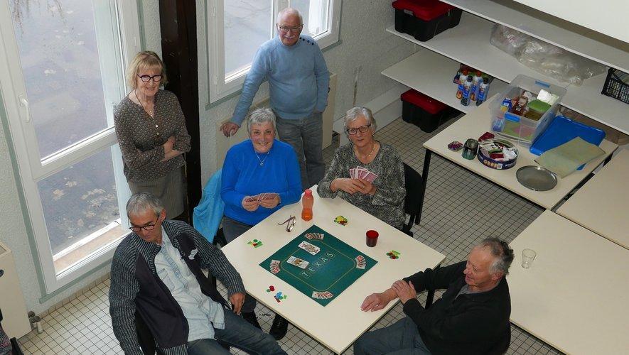 Au GAEQ les jeux de cartes font passer le temps