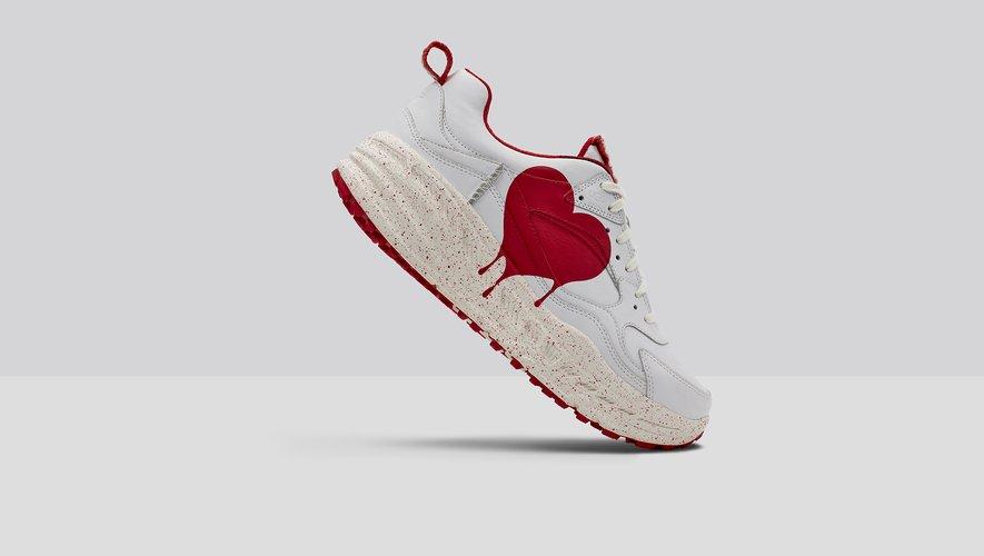 """La paire de sneakers """"CA805 x Valentine"""" de la marque UGG sera disponible au mois de février."""