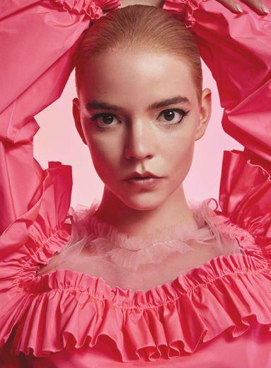 Anya Taylor-Joy pour le parfum Viktor&Rolf Flowerbomb