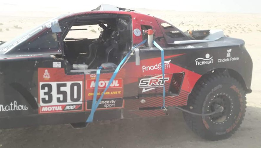 Le buggy N°350 de Jean-Rémy Bergounhe après une réparation d fortune.