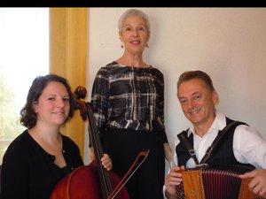 Rosalina, chanteuse, sera accompagnée à l'accordéon par Max Bruel et au violoncelle par Marylise Romefort.