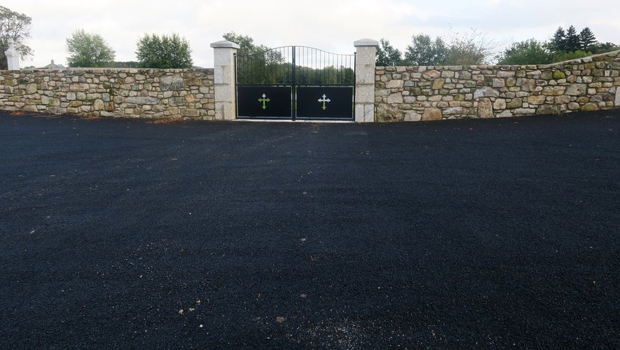 Une nouvelle entrée pour cette extension du cimetière.