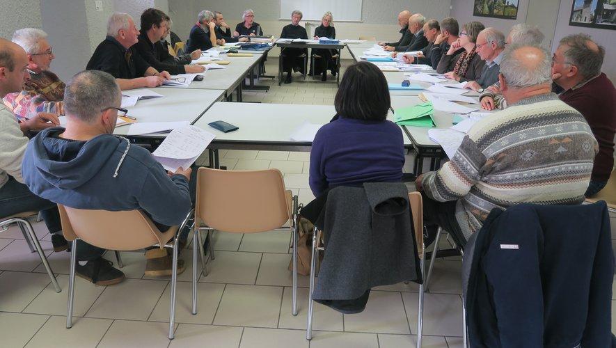 Les membres de l'assemblée générale réunis sous la présidence de René Delmas.