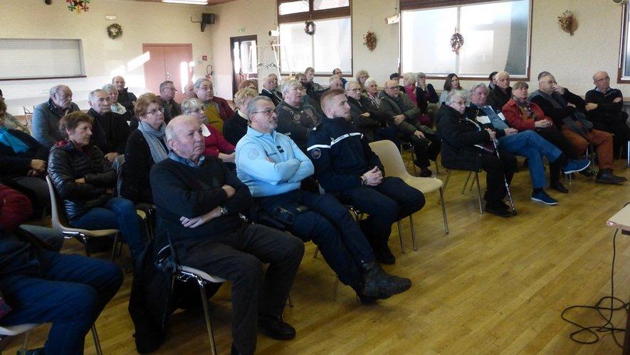 La population a écouté avec attention les propos des intervenants.