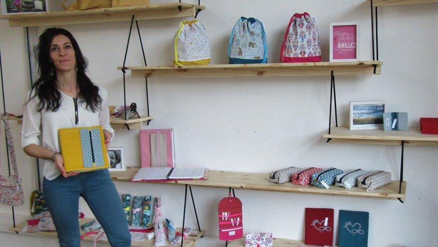 Bélinda présente toute sa gammede produits en tissus.