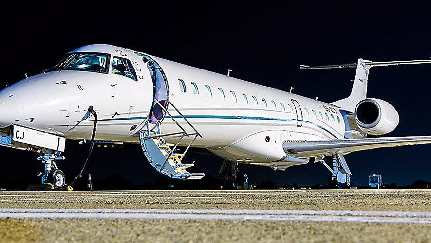 L'Embraer 145de la compagnie aveyronnaise Amélia qui assure depuis ce lundi la liaison vers la capitale.