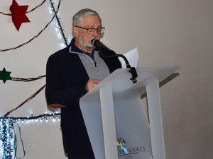 Jean-Louis Alibert, maire de Salles-la-Source, lors de son discours à Souyri.