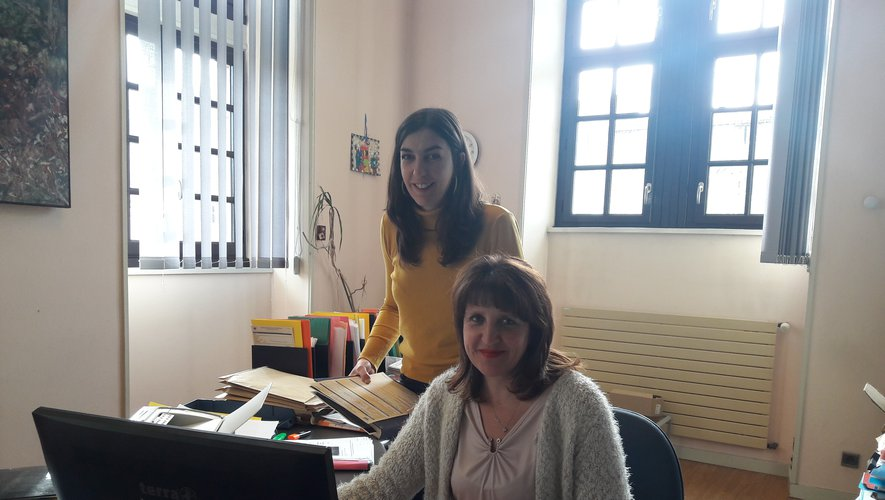 Virginie Barri et Clémentine Denoit à l'état civil de Decazeville.